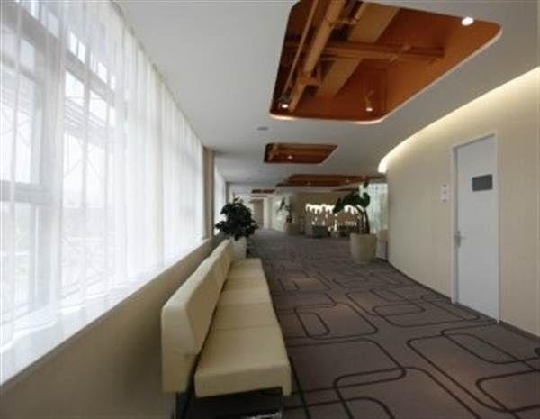 郑煤仁记体检院舒适宽敞的走廊